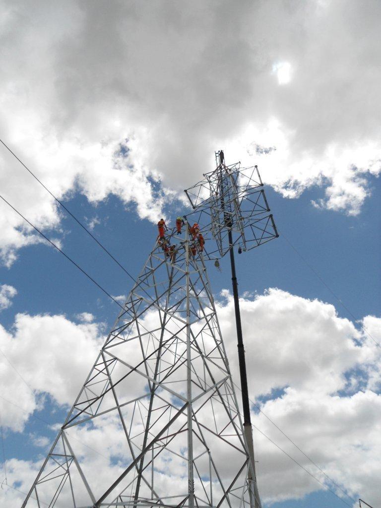 Líneas eléctricas del complejo industrial de Montes del Plata en Punta Pereira